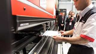 User on an AMADA presse brake